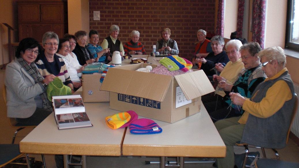 Strickgruppe Wintrich Spenden für die Wittlicher Tafel